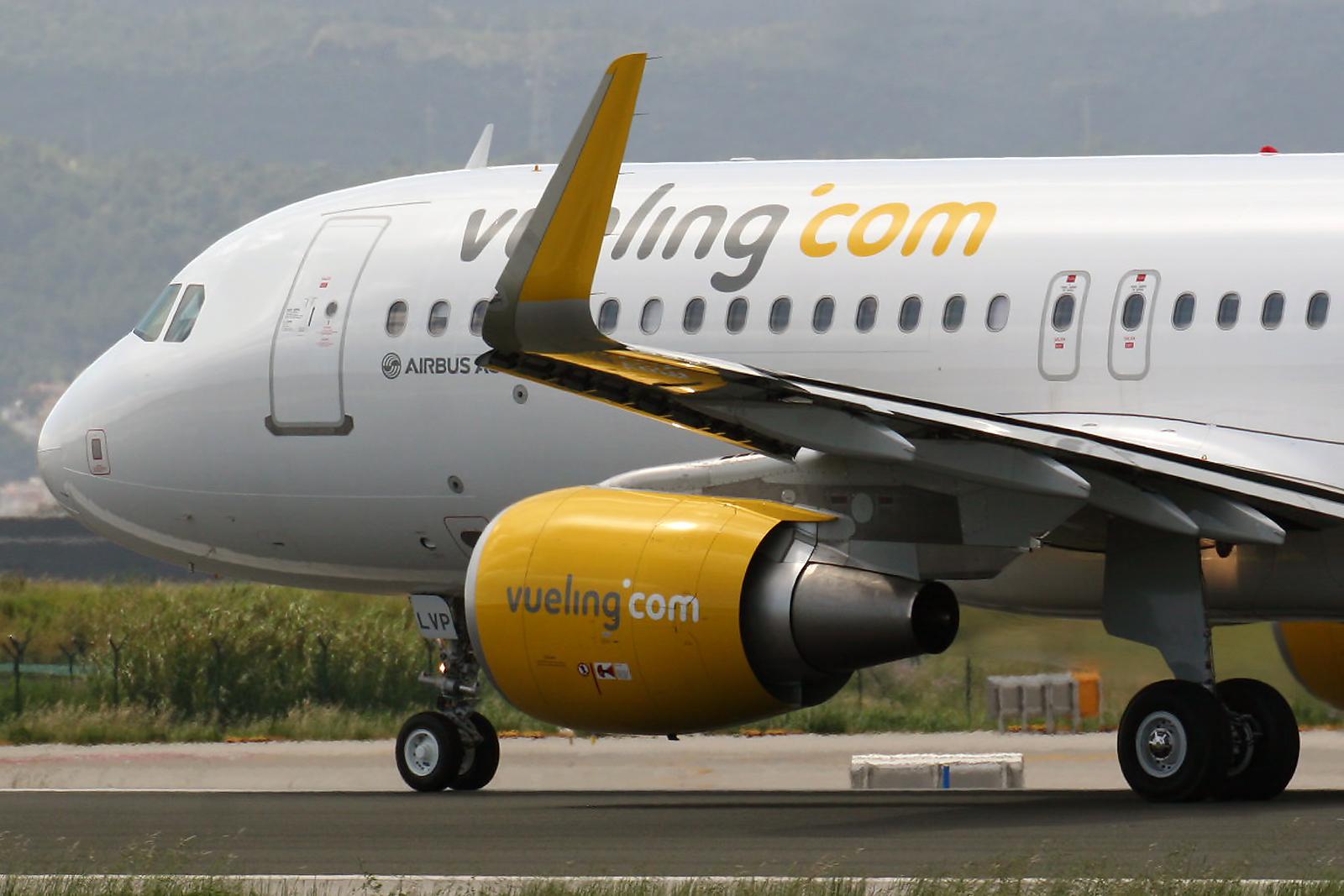 Airbus_A320-214WL_Vueling_EC-LVP_8748563356