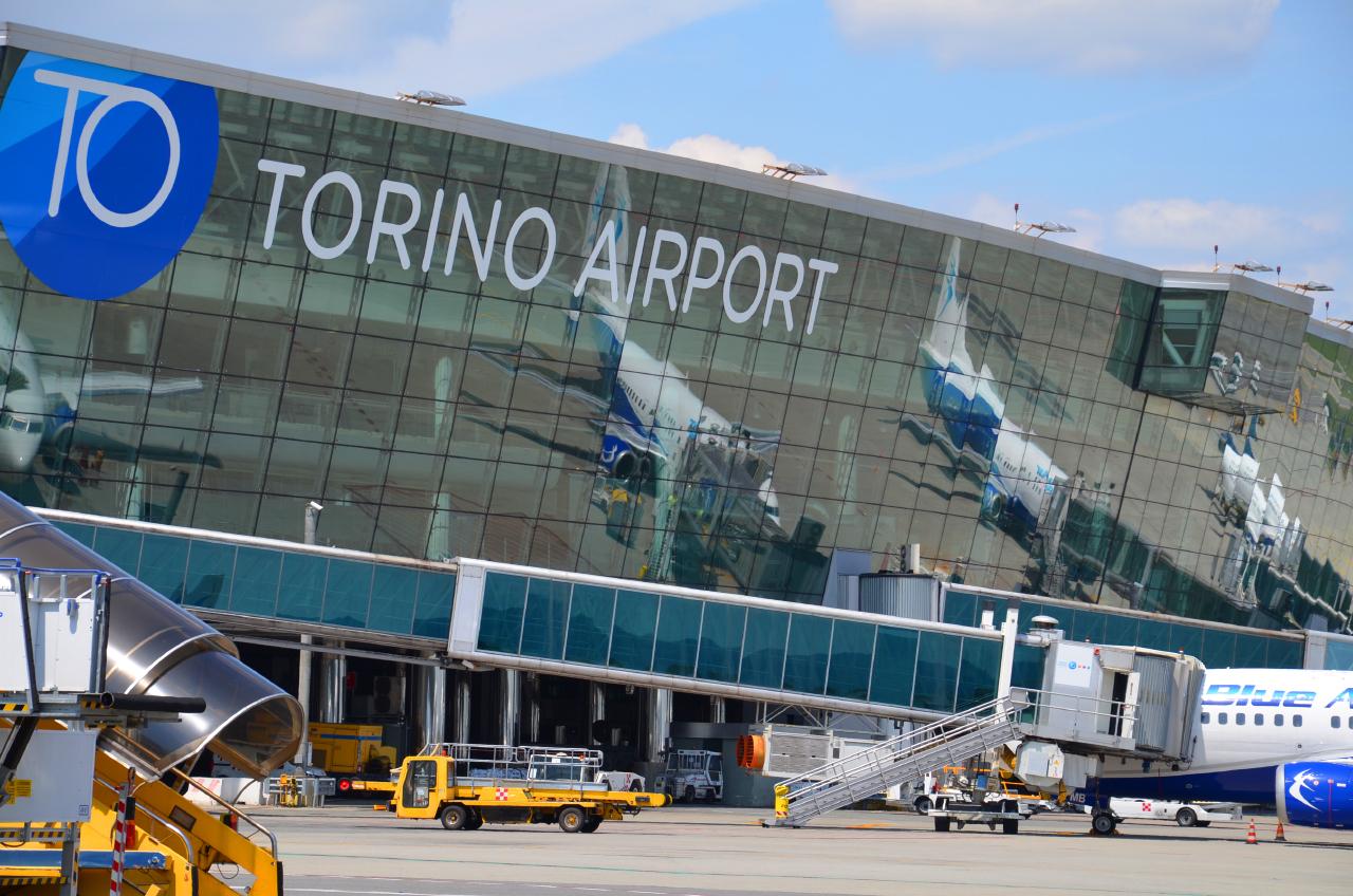 Aeroporto Torino : Riflessi flytorino associazione per lo sviluppo dell